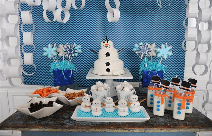 A baby shower cakes based on Frozen theme