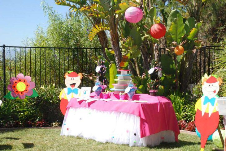 35 spring birthday party ideas table decorating ideas - Mad hatter tea party decoration ideas ...