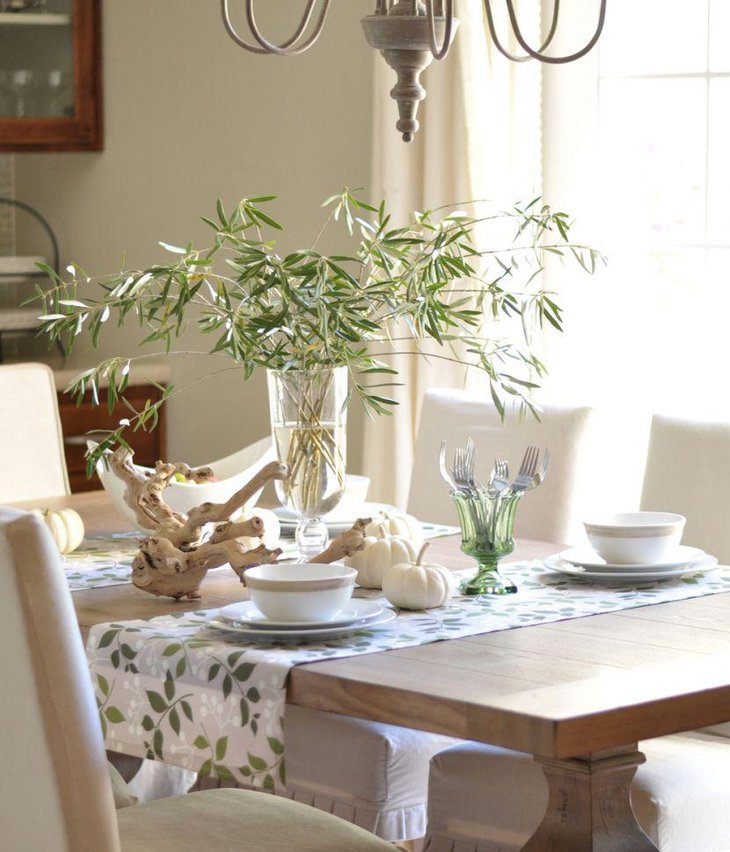 A driftwood adds a punch of style to this breakfast table