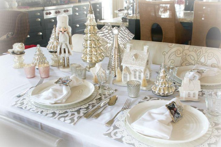A gorgeous table with golden and white accented decorations