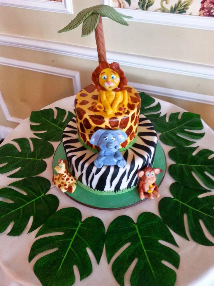 A lovely jungle cake with animals for table centerpiece