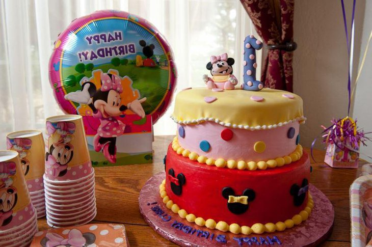 A super cute Minnie Mouse cake complete with Minnie Mouse decorations