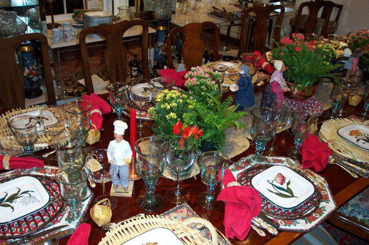 A table with an eclectic mix of French Santons and Italian plates