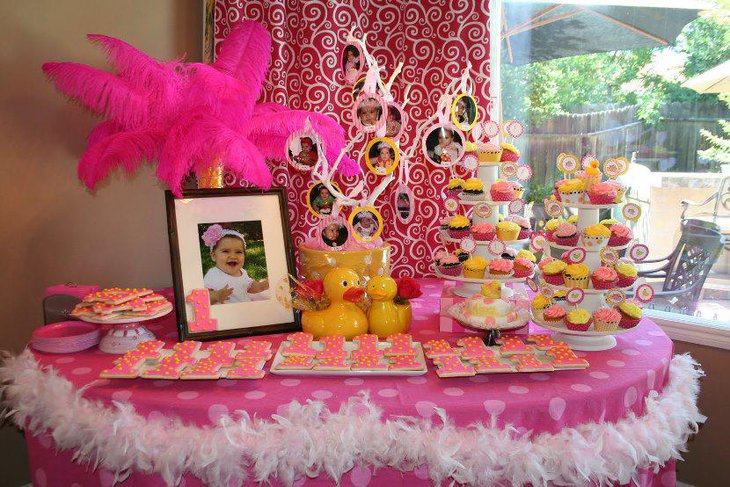 Amazing Pink Polka Themed Birthday Table Decor