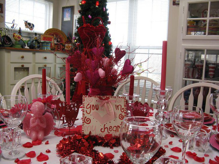 Amazing red decorations on Valentines table