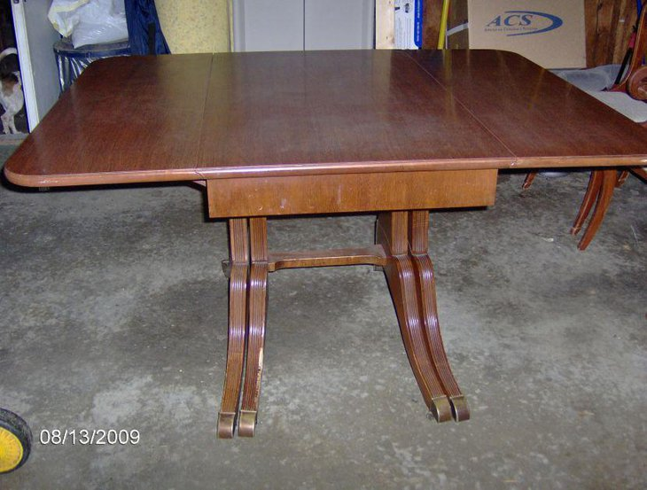 Antique Duncan Phyfe drop leaf table design