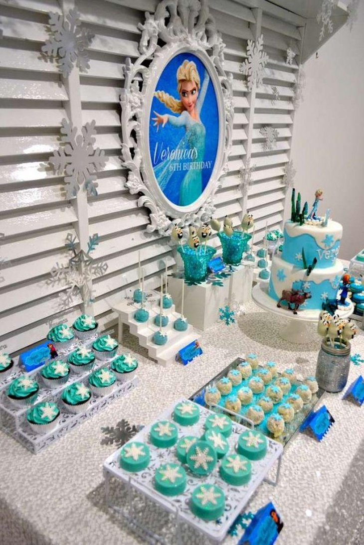 Appealing girls party with blue Frozen theme