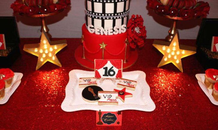 Attractive red and golden accented Hollywood party table