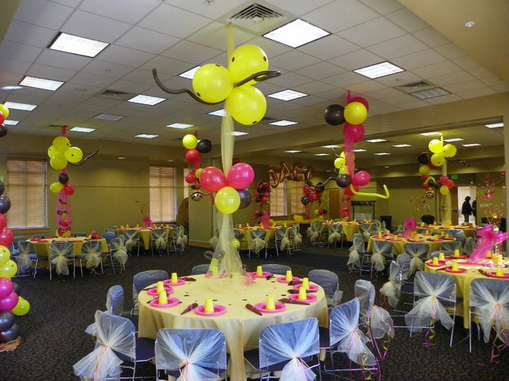 Awesome Bee Themed Baby Shower Table Set Up