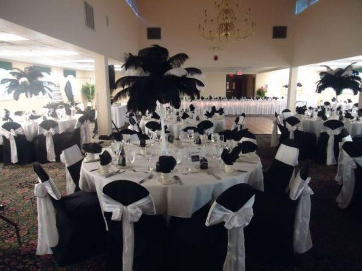 Emejing black and white centerpieces for wedding pictures for White wedding table decorations