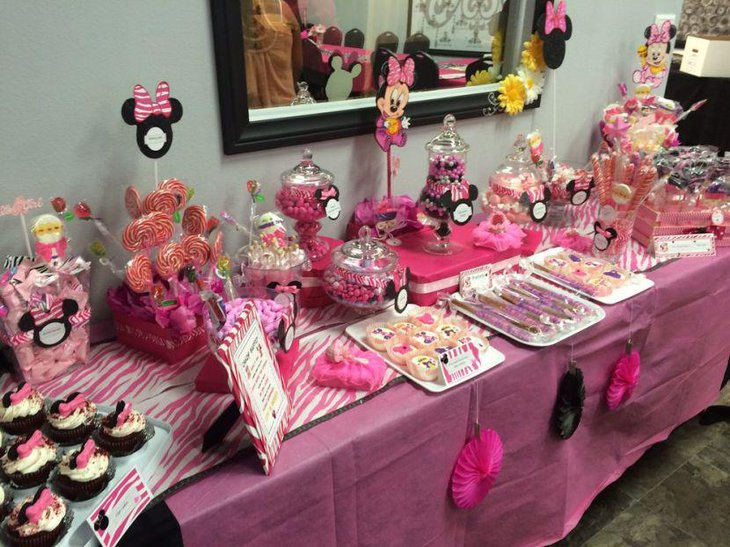Awesome looking Minnie Mouse candy table with DIY accents