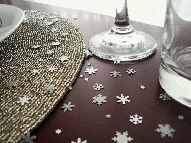 Awesome winter wonderland snowflake confetti decorations