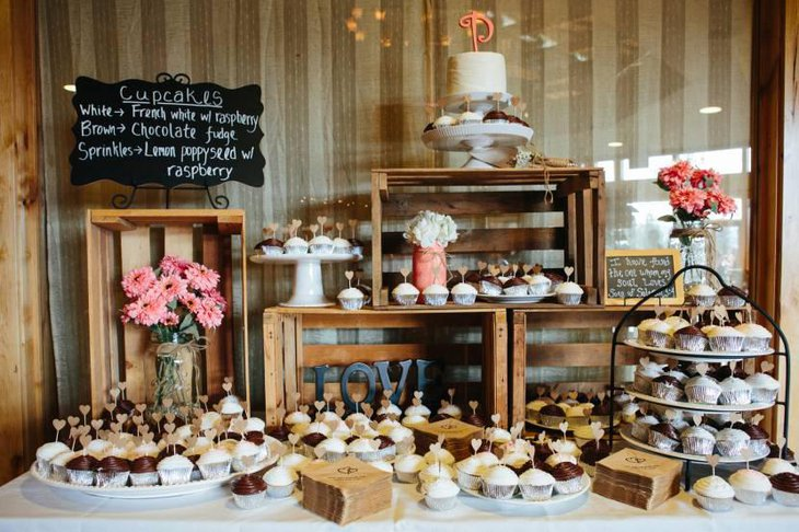 Beautiful Rustic Dessert Table With Cupcakes