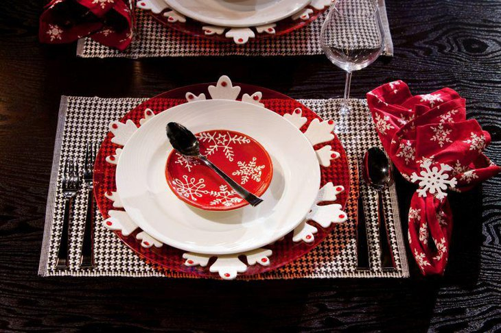 Beautiful white and red scheme on Christmas table