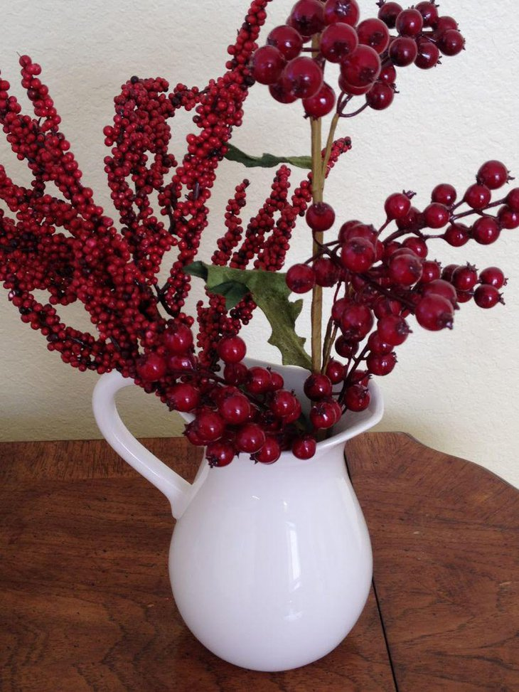 Beautiful White Vase Christmas Table Centerpiece With Cranberry Arrangement