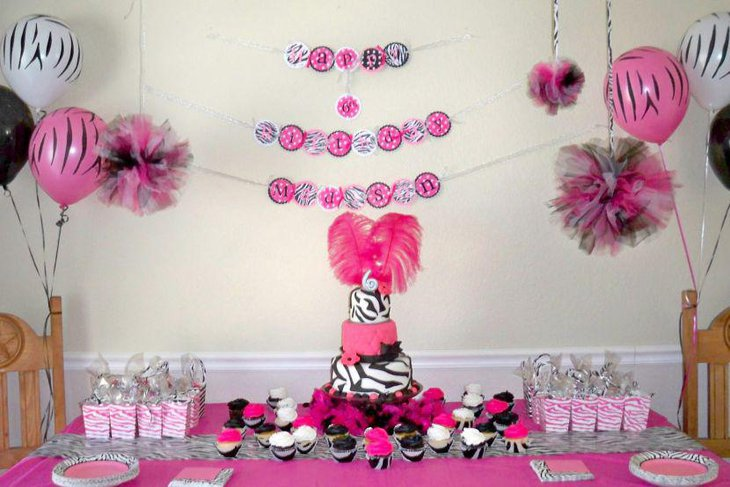 Birthday table decor in dark pink accented