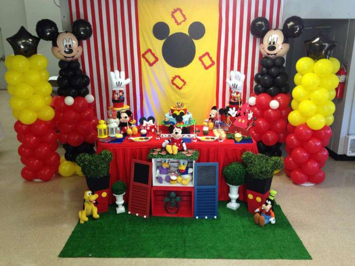 Birthday tablescape with Mickey Mouse decorations