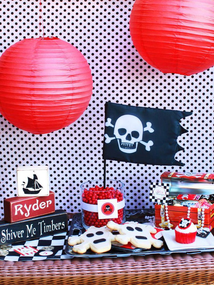 Boys birthday table decor with Pirate decorations