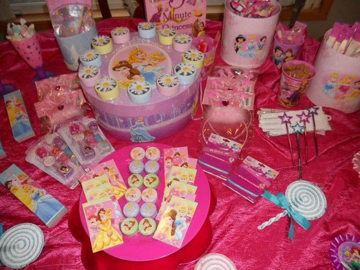 35 Gorgeous Disney Princess Birthday Party Ideas Table