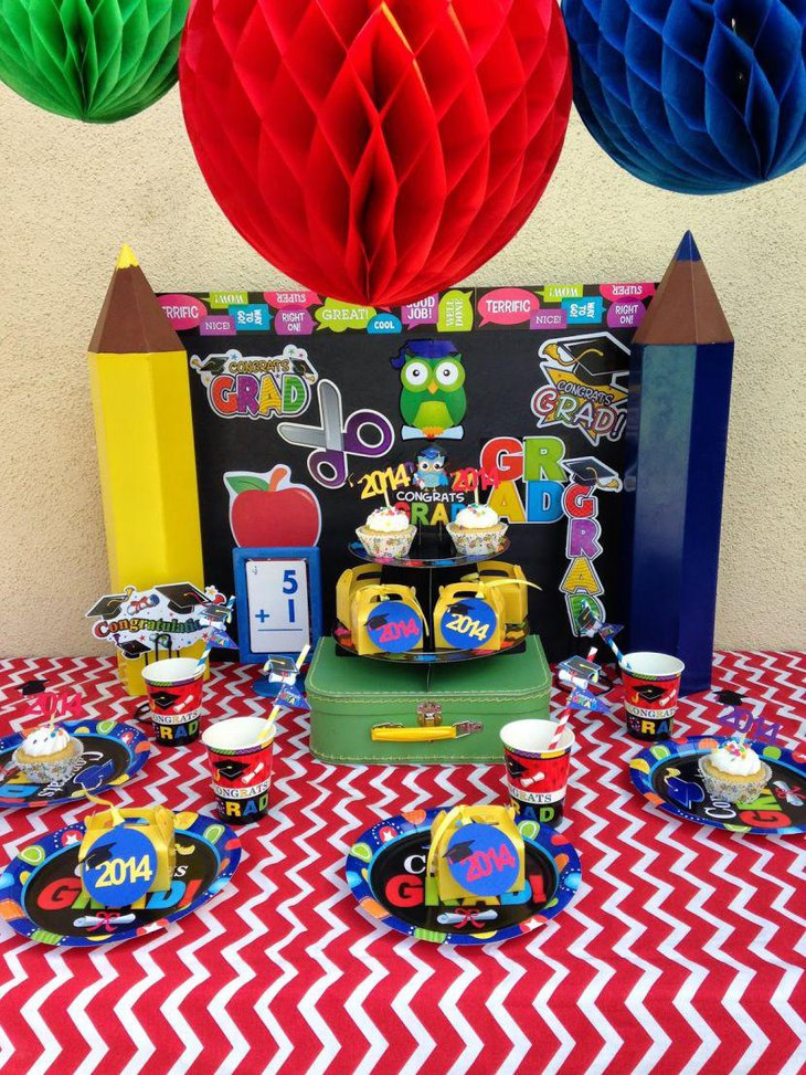 35 fascinating graduation centerpieces ideas table decorating ideas - Kindergarten graduation decorations ...