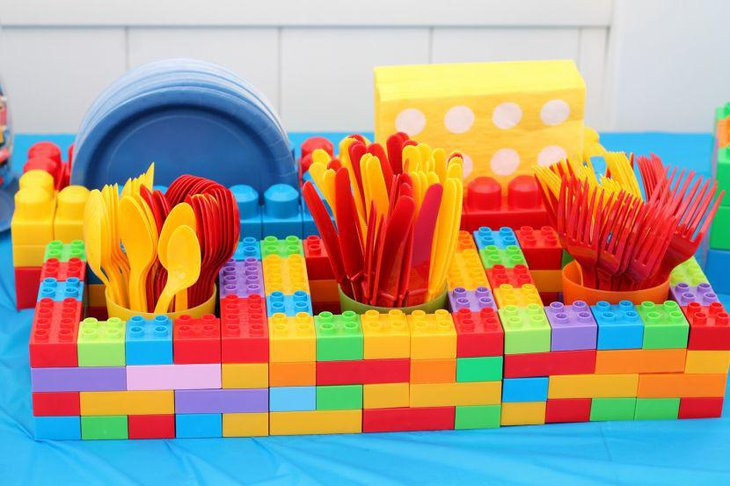 Colourful Lego blocks for keeping spoons