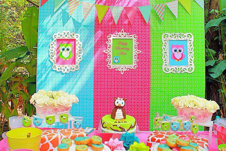 Colourful owl birthday table decor