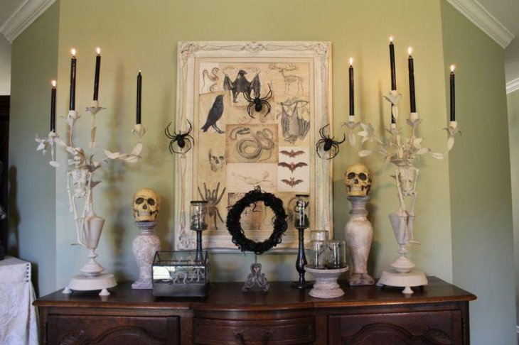 Cool skulls and wreath decorative pieces for Halloween table