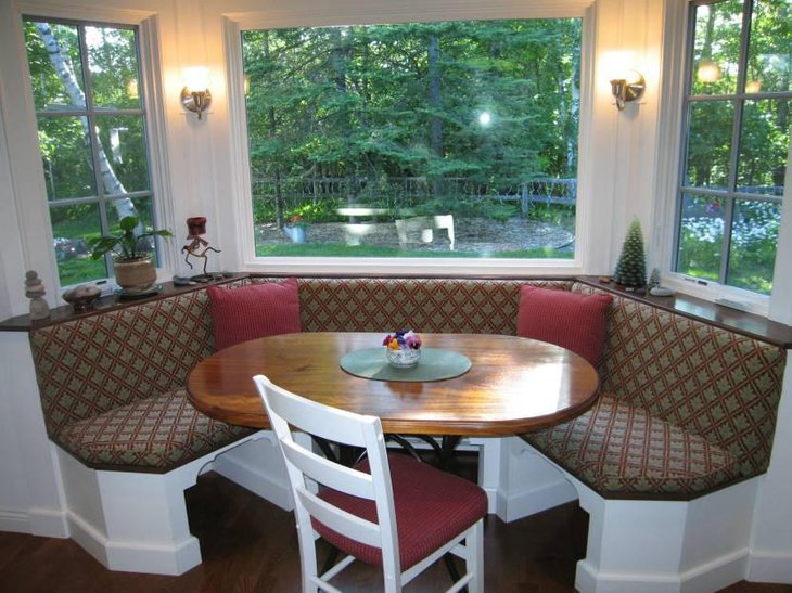 Cozy Breakfast Nook With Dining Chair And Oval Table