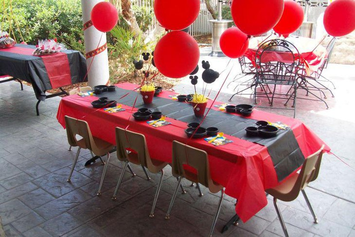 37 Adorable Mickey Mouse Birthday Party Ideas | Table