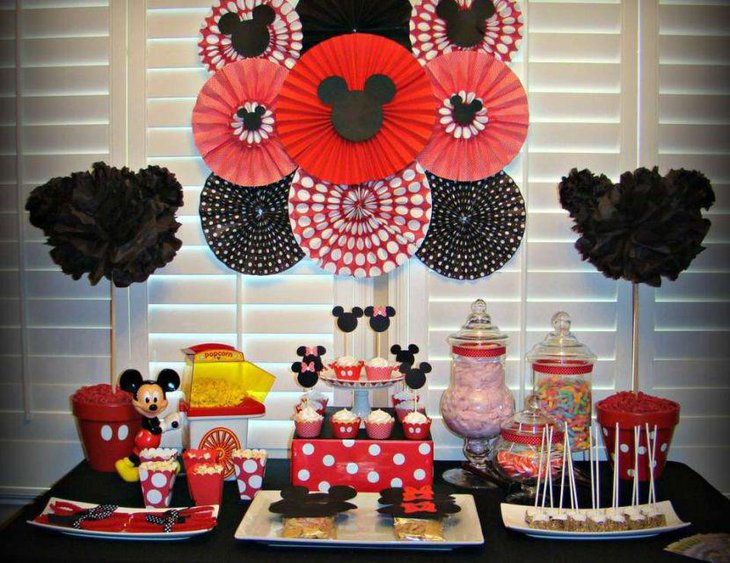 Cute Mickey Mouse birthday table decorations