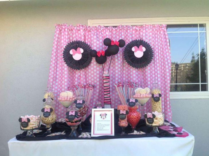 Cute Minnie Mouse candy buffet table decor