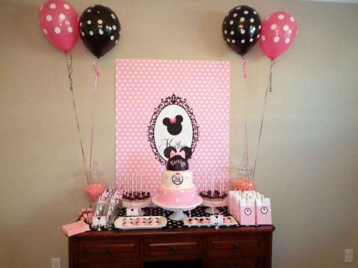 Cute Minnie Mouse candy table decor with pink and black accents