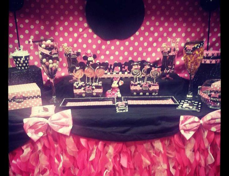 Cute Minnie Mouse polka dots candy table decor