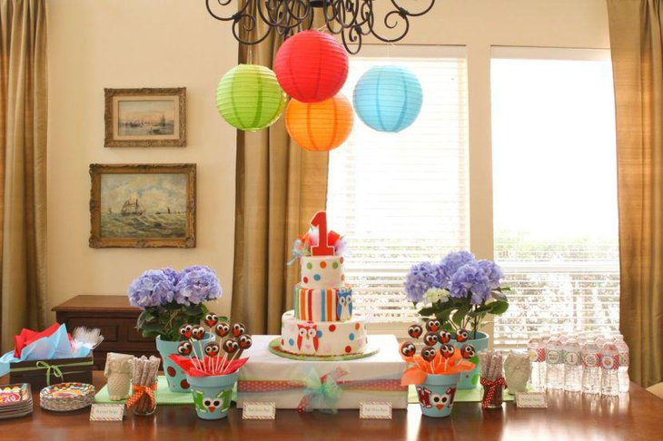 Cute owl decor on birthday table