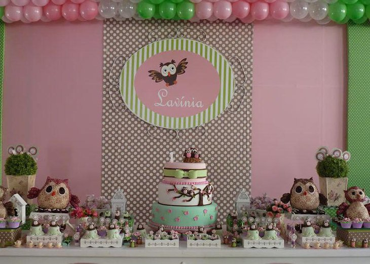 Cute owls on a girls birthday table