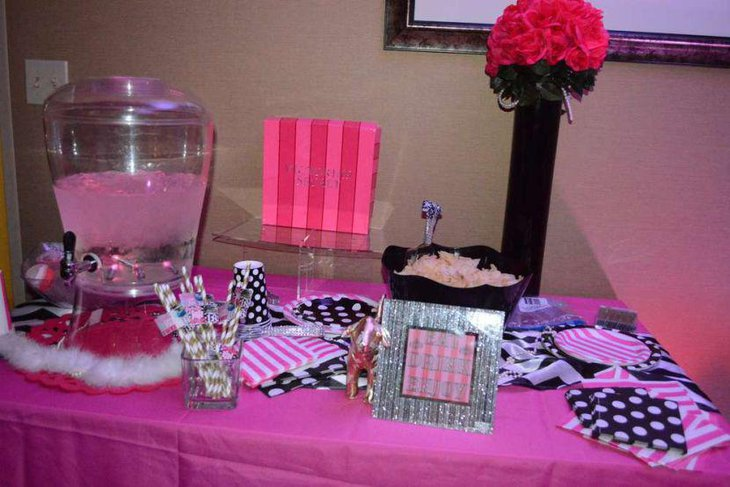 Cute Pink Birthday Table Decor For A Sweet 16 Party
