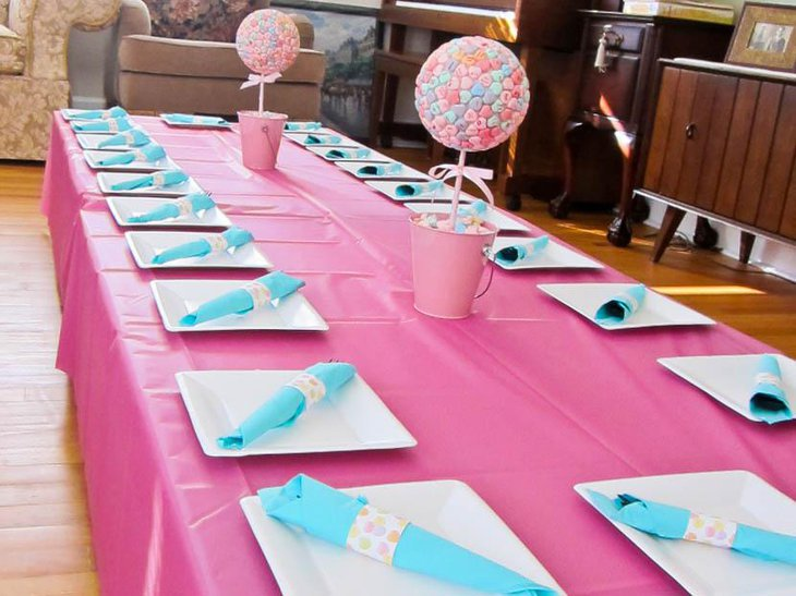 Cute Pink Bridal Shower Table Setup