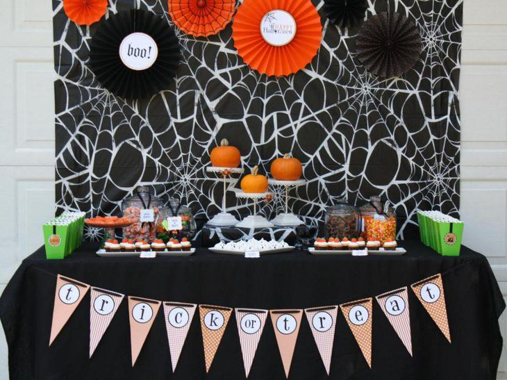 Cute pumpkin centerpieces for Kids Halloween party table