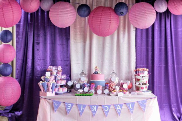 Cute Purple And Pink Adult Birthday Table Decor