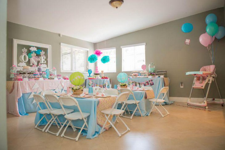 Cute vintage birthday party table for kids