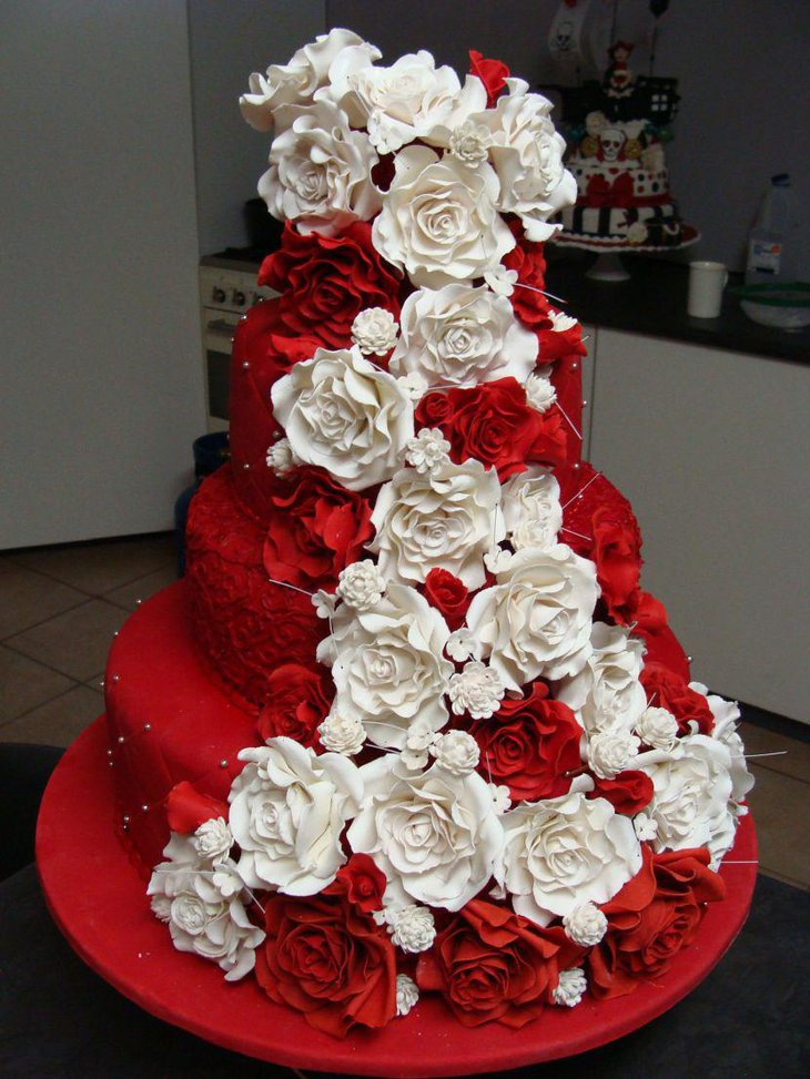 33 amazing red and white centerpieces for weddings table delectable red wedding cake decorated with red and white flowers mightylinksfo Image collections