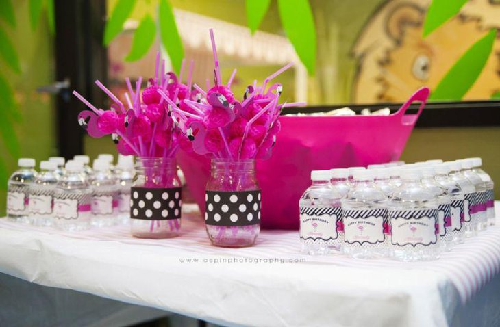DIY Flamingo Birthday Table Decor With Polka Dotted Jars