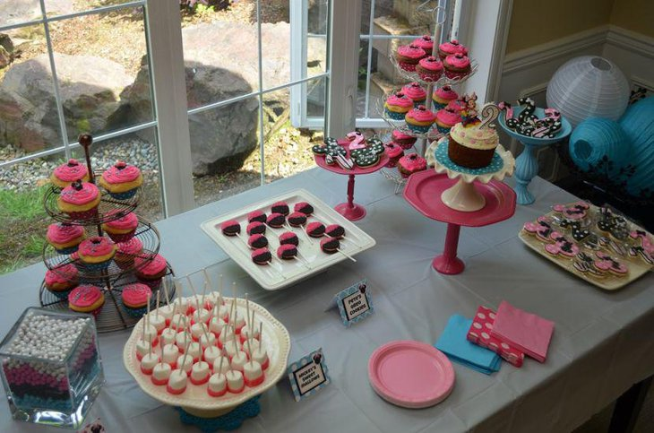 DIY Minnie Mouse candy buffet table decorations with jar and cake stands