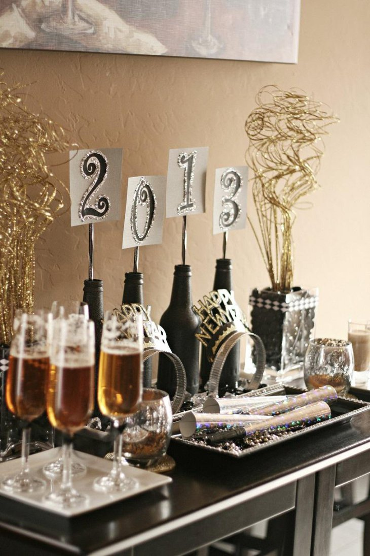 DIY New Year Table Decoration with Crowns and Hooters