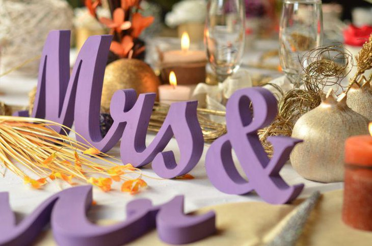DIY purple decor ideas on sweetheart party table