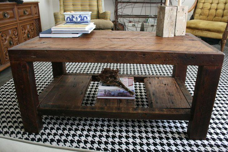 DIY rustic coffee table looks simple
