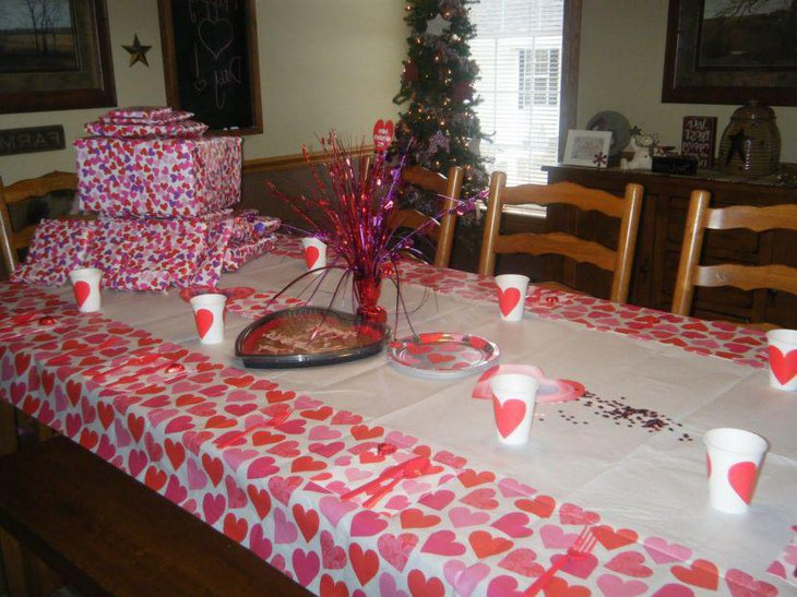 DIY tablecloth and centerpiece on Valentines table