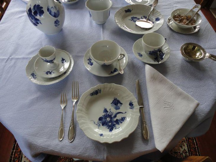 Elegant and simple breakfast table setting with blue printed Chinaware