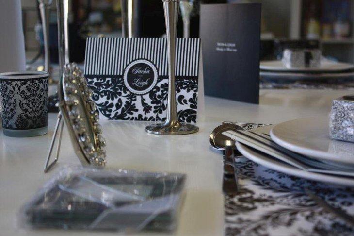 Elegant black and white wedding table setting & 35 Black And White Wedding Table Settings | Table Decorating Ideas