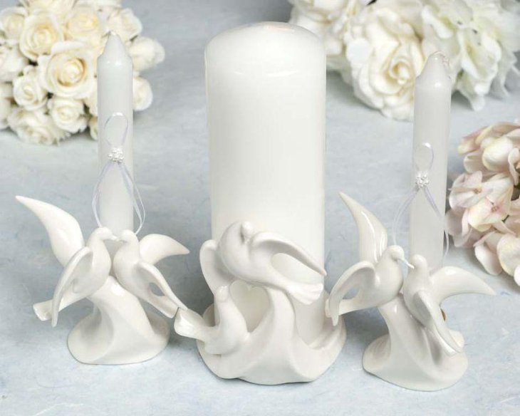 Elegant white bird unity candle centerpiece on wedding table